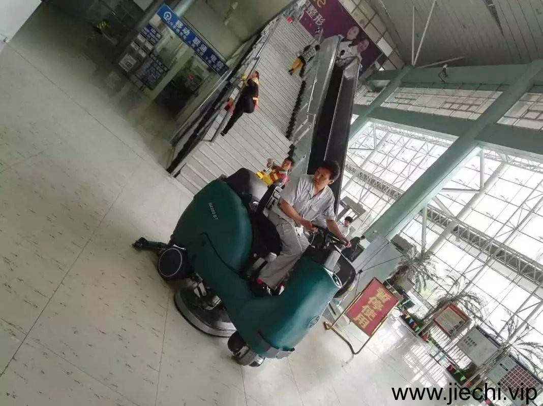 雙刷駕駛式洗地機,BA850BT駕駛式洗地機,BA900BT駕駛式洗地機,高鐵駕駛式洗地機,地鐵站駕駛式洗地機,駕駛式洗地機廠家